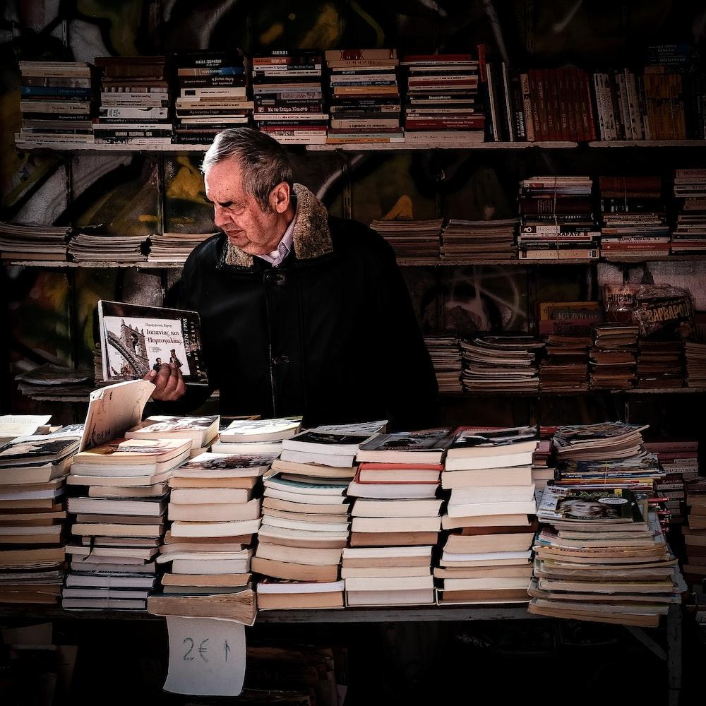 Foco como virtude para o crescimento. Livros foi o produto no início da amazon.