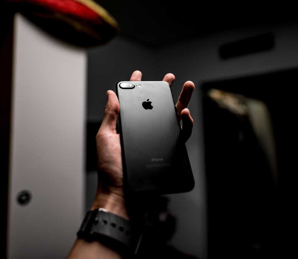 shallow focus photography of black iPhone 7 Plus