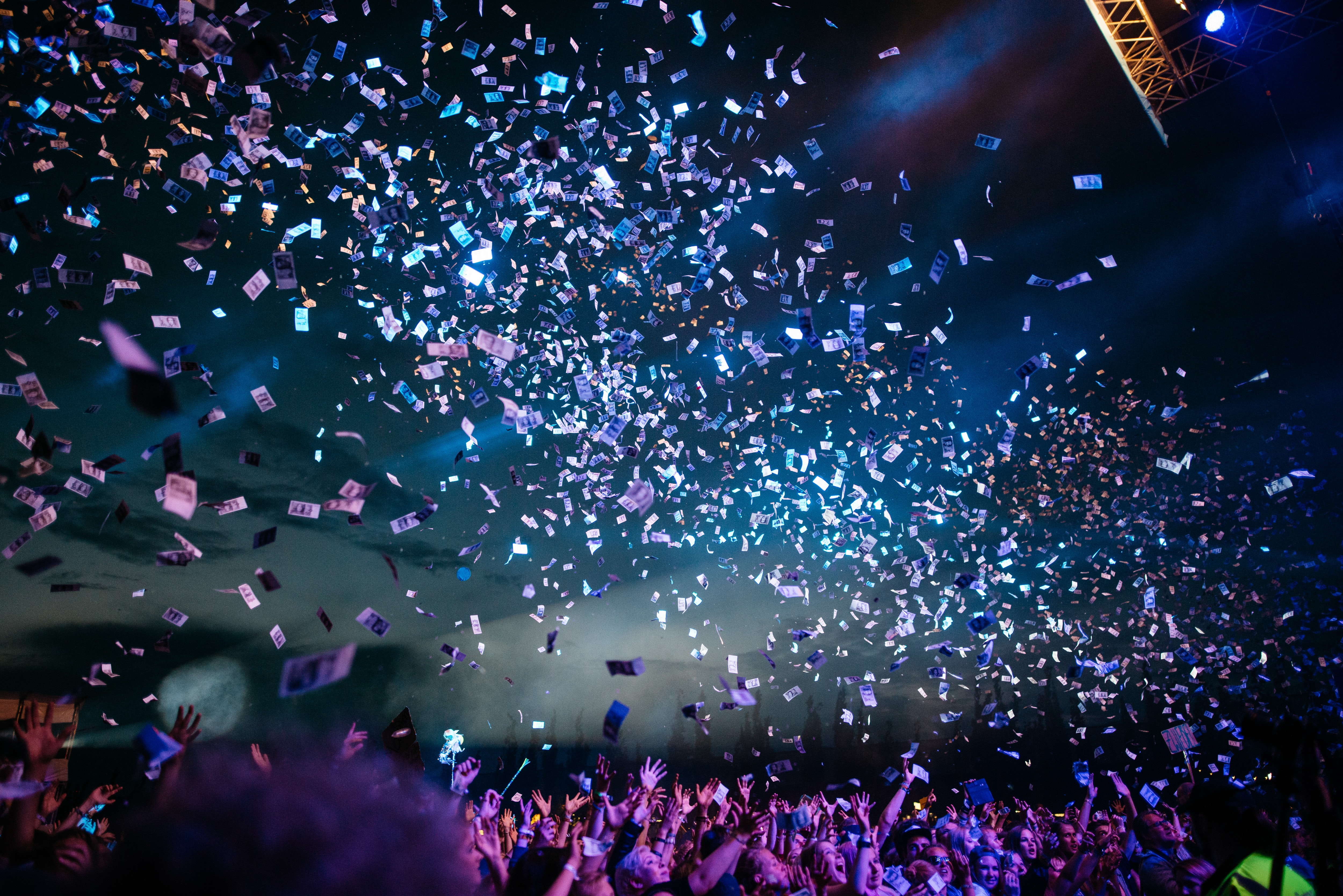 Confetti flying over the attendees of a concert at Dockville Festival