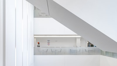 white,interior,of,fim,nurs,build,with,tabl,and,chair,across,room