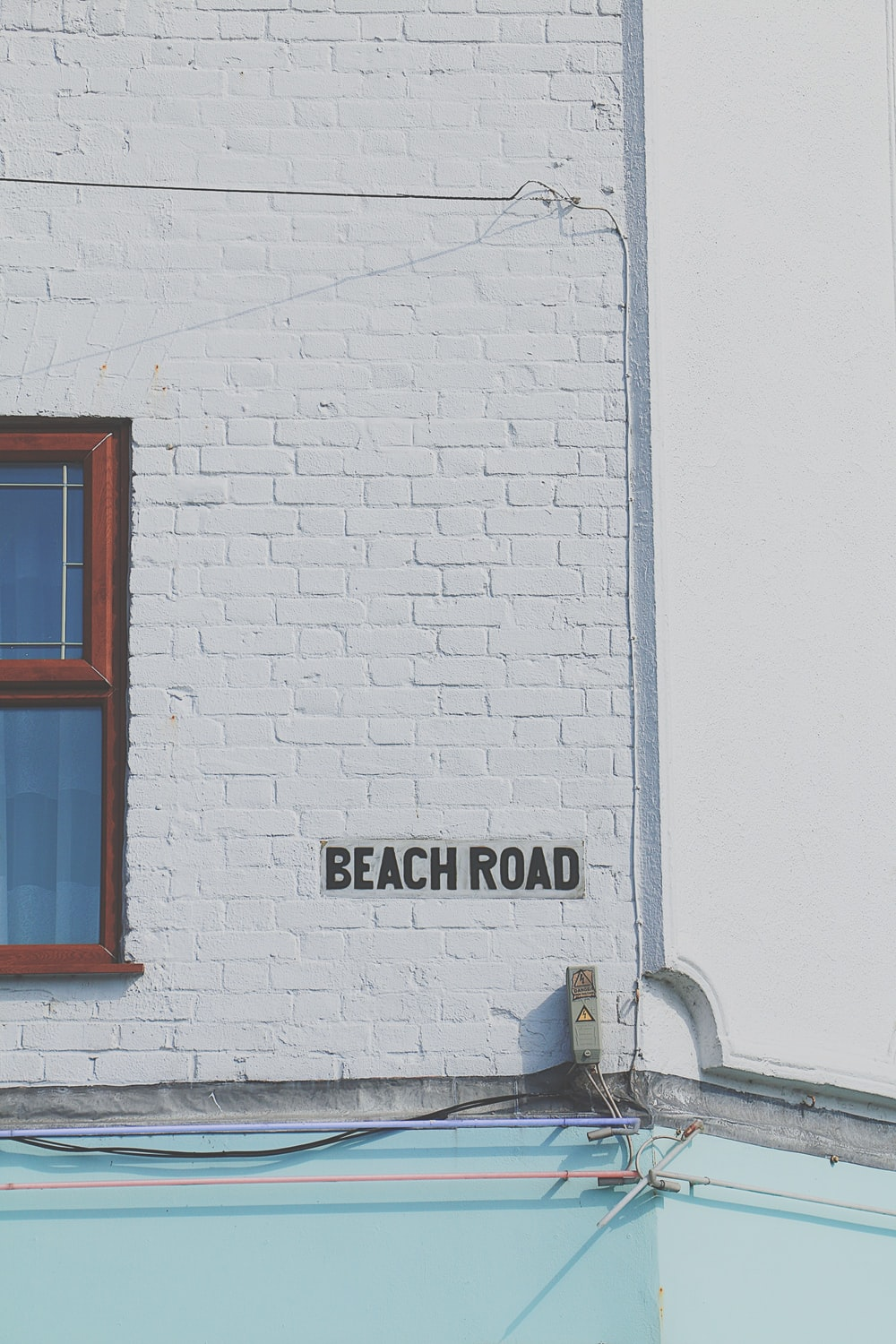 Beach Road signage at daytime