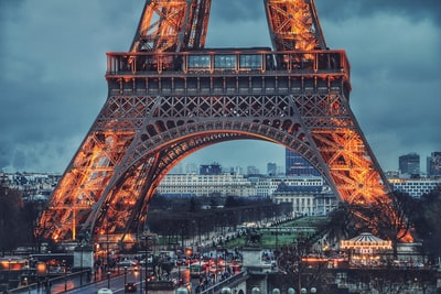 eiffel tower during nighttime france zoom background