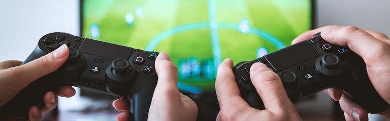 沙織事件はアダルトコンピューターゲーム発売元の摘発事件。アダルト作品と法のせめぎ合いの実態。