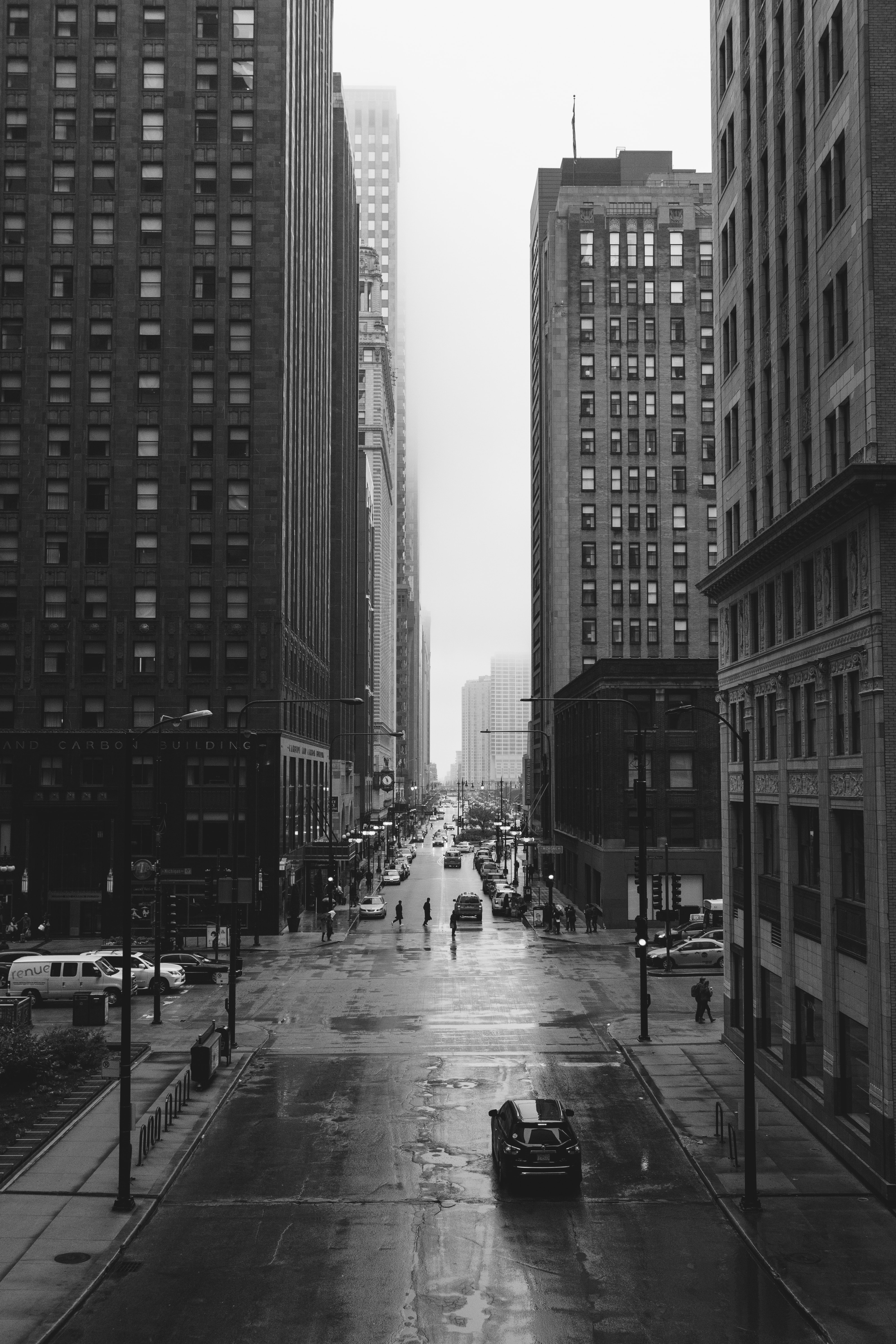 A black-and-white shot of the streets of Chicago on a rainy day