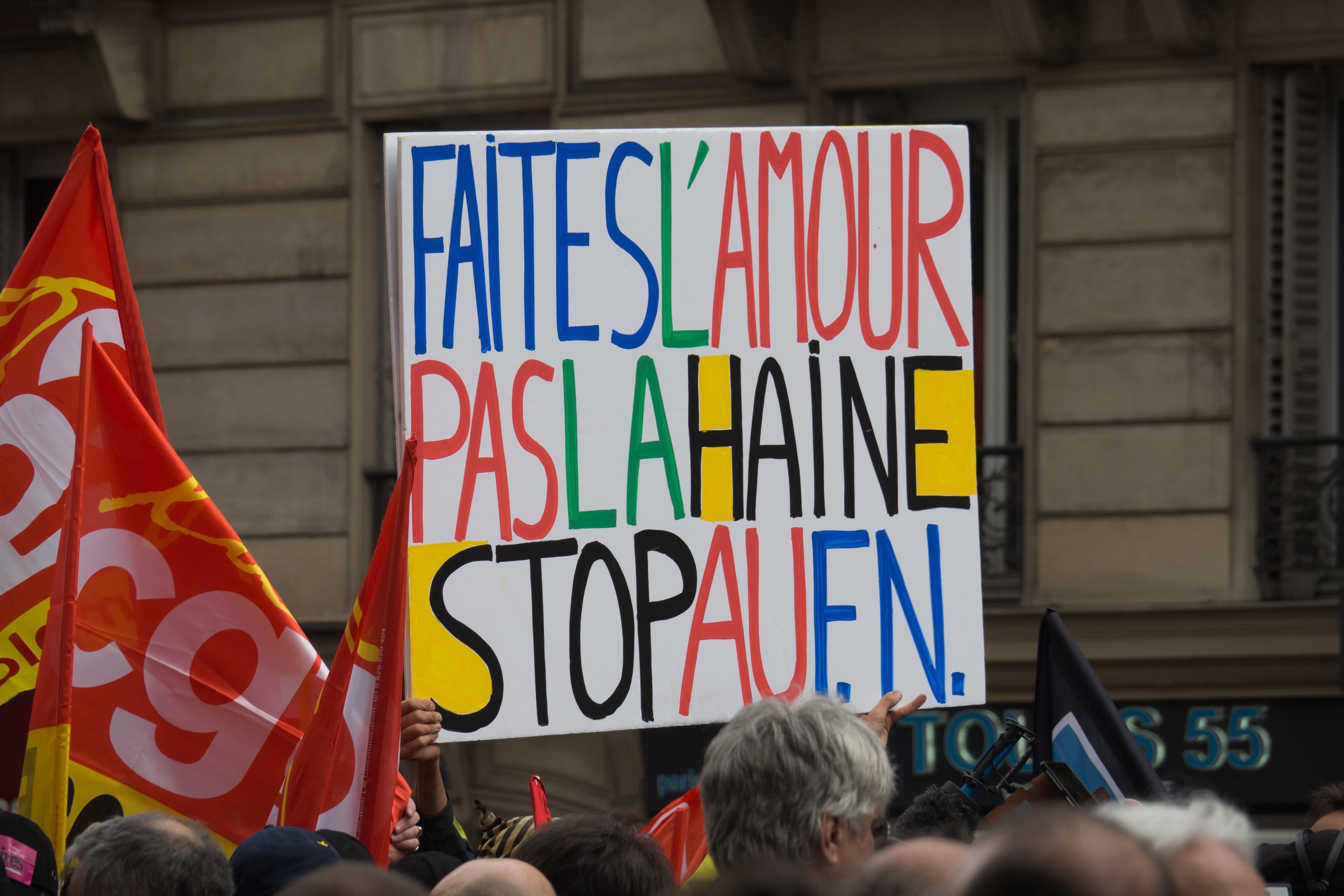 """A protest sign in Paris reads """"faites l'amour pas la haine stop au fn"""""""