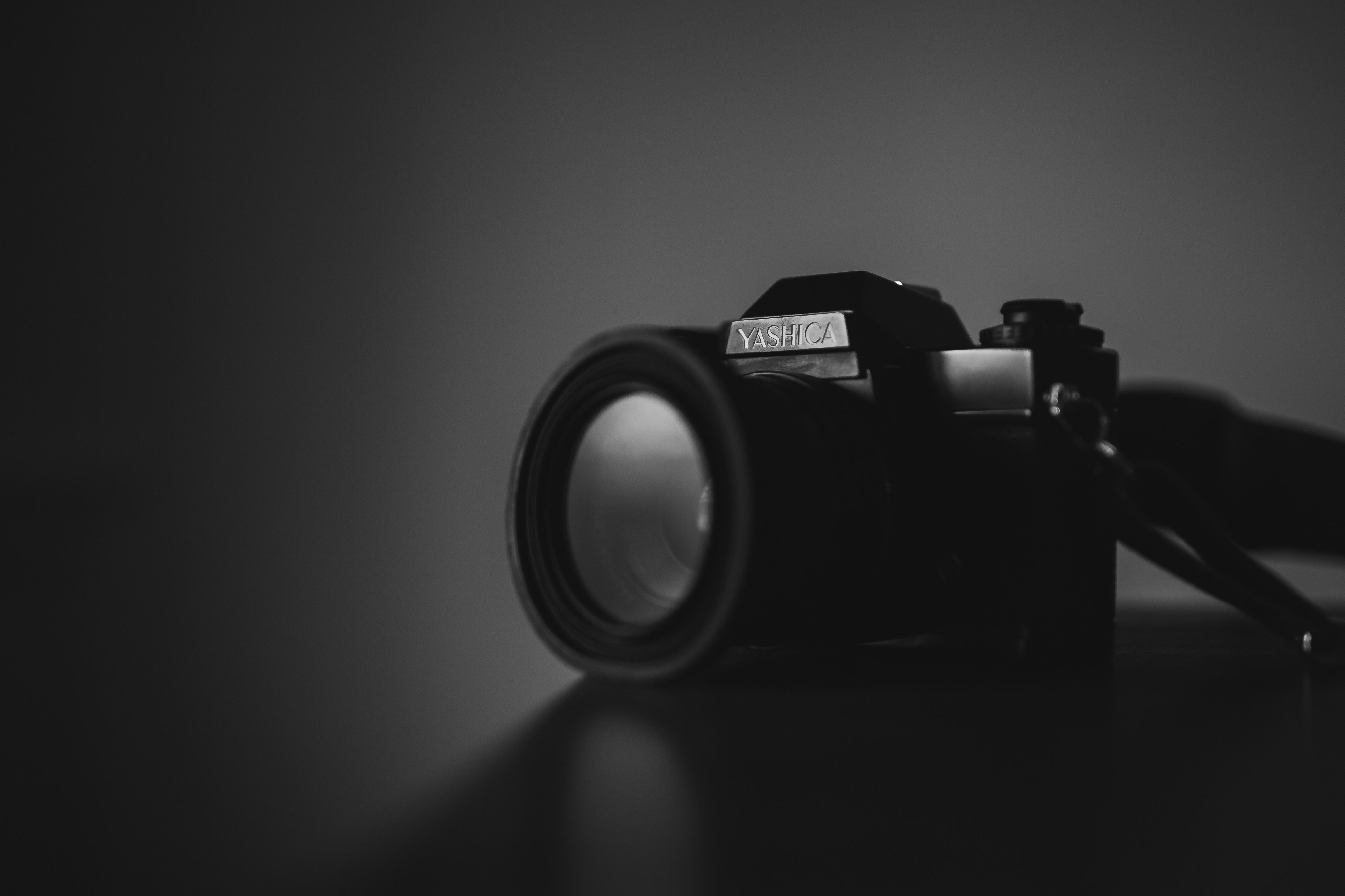 shallow focus photography of black Yashica camera