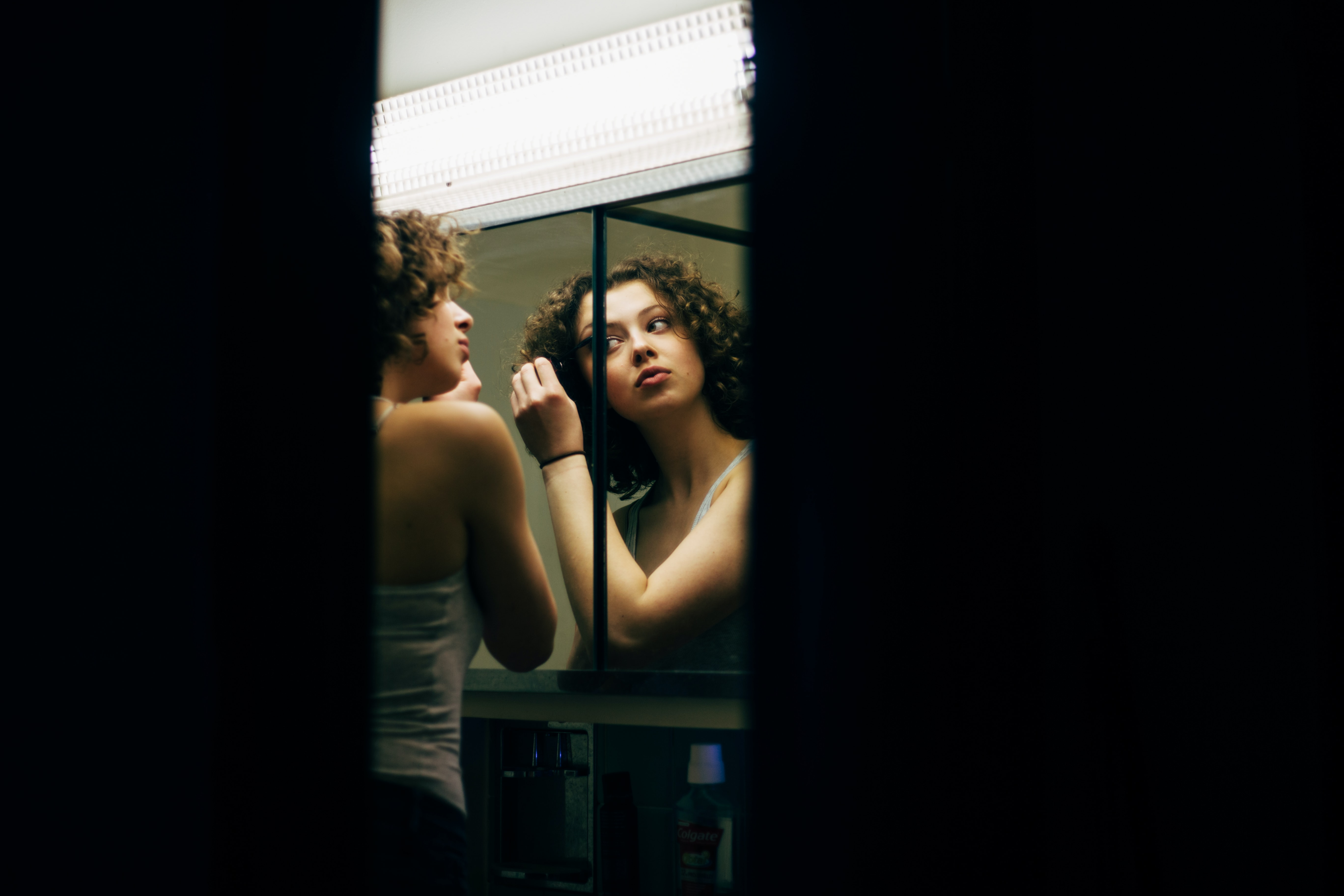 girl-in-mirror-reflection