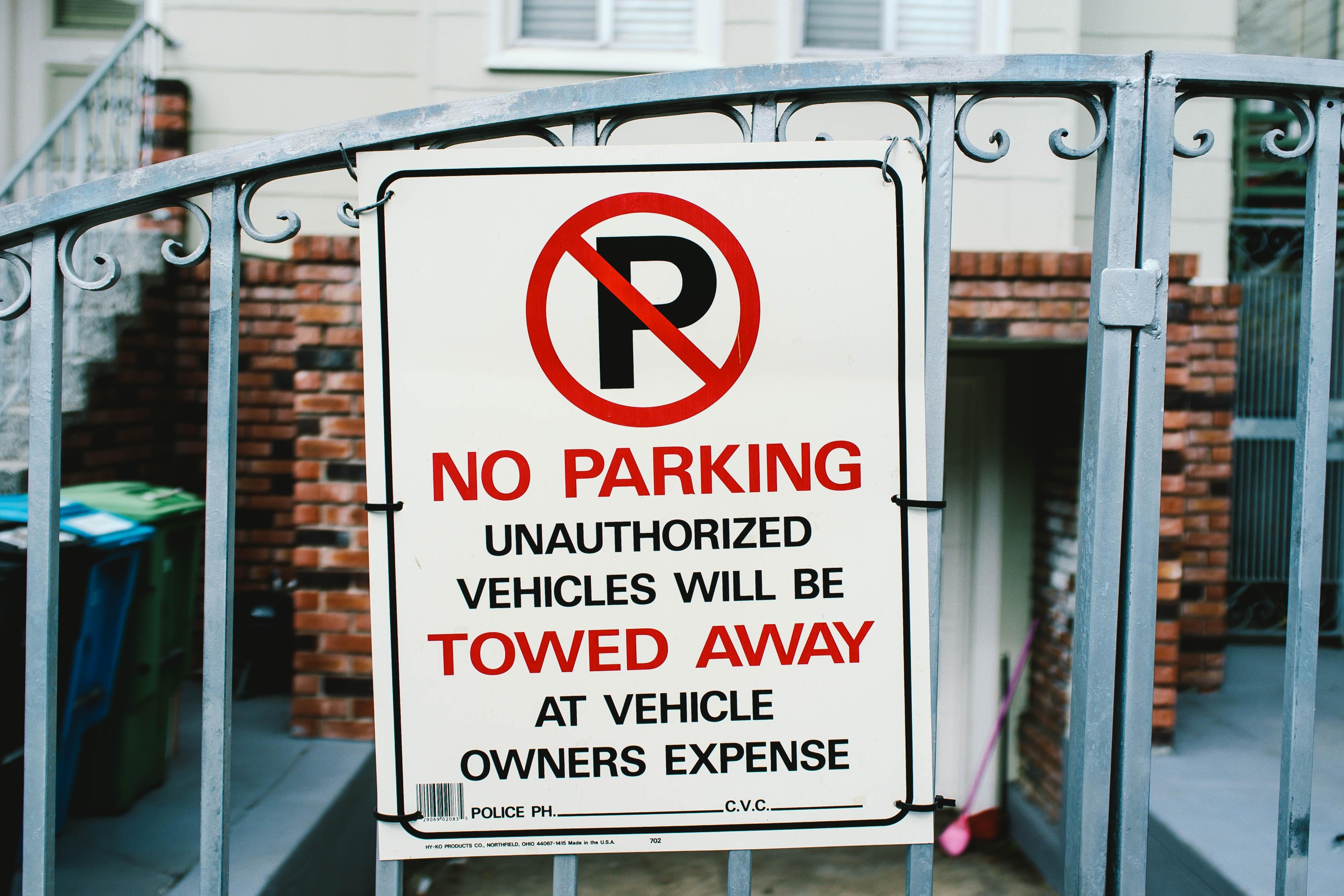 no parking signage on gate