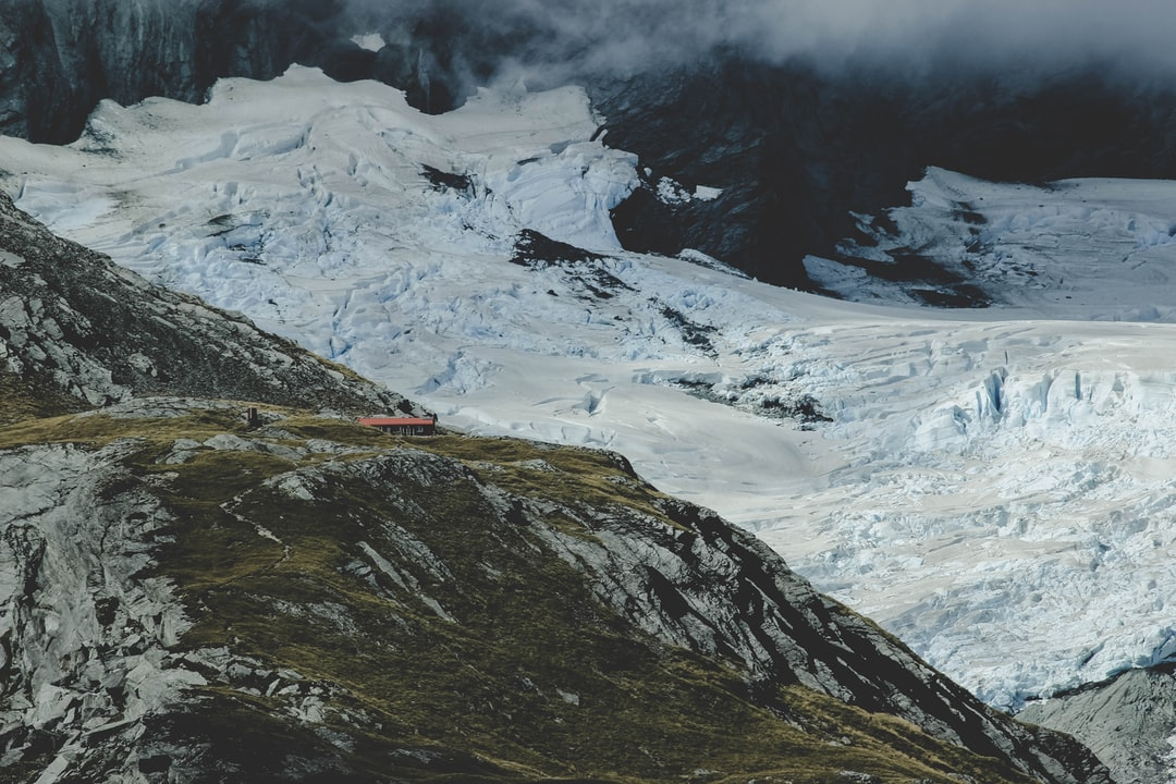 French Ridge hut from Liverpool hut lies surrounded by tall mountains and thick glaciers.