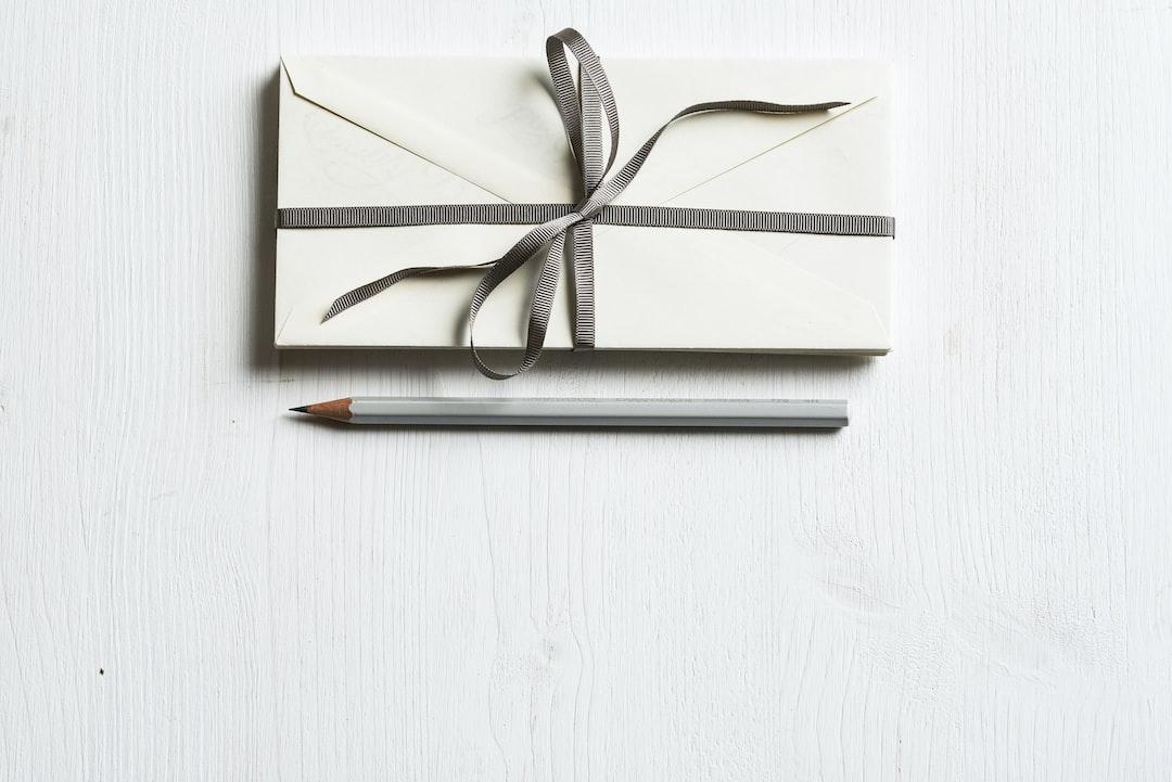 『内定のお礼状を入れる封筒の色・サイズは?封筒の書き方から郵送まで解説!』の画像