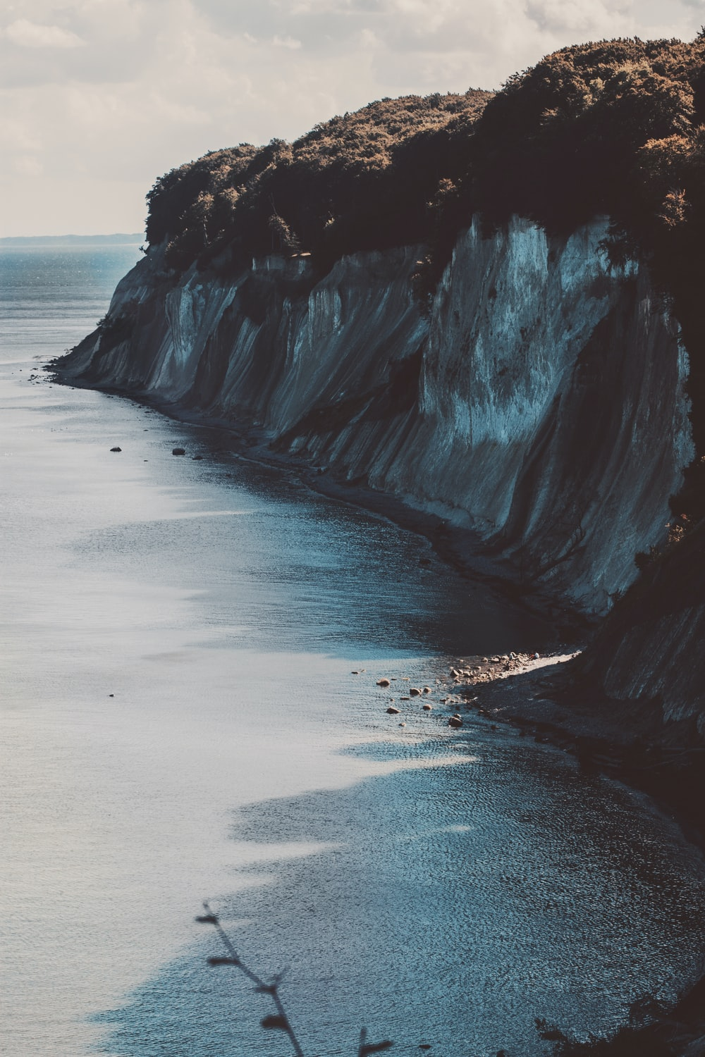 landscape photo of cliff near open sea