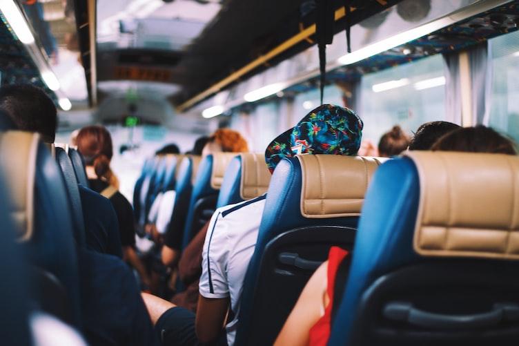 grupo turismo religioso em ônibus