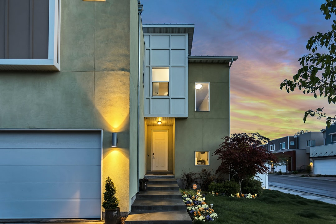 This home is geothermal, super efficient, and modern. It is also available to book on Airbnb in the Salt Lake City area.