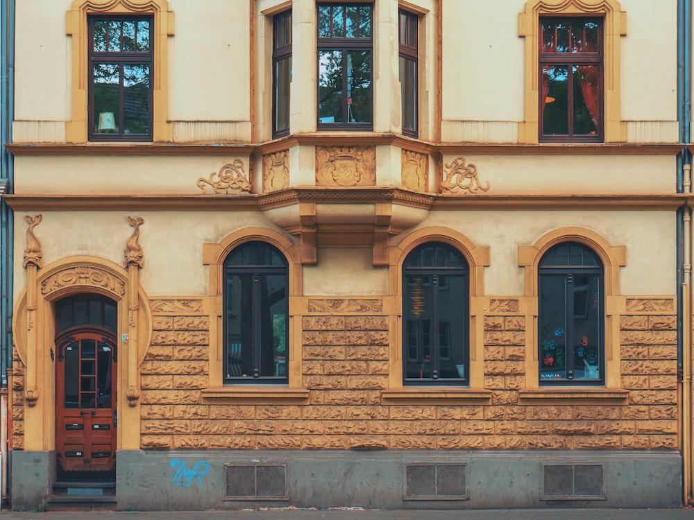closeup photo of yellow concrete house