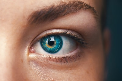 selective focus of blue-eyed person eye teams background