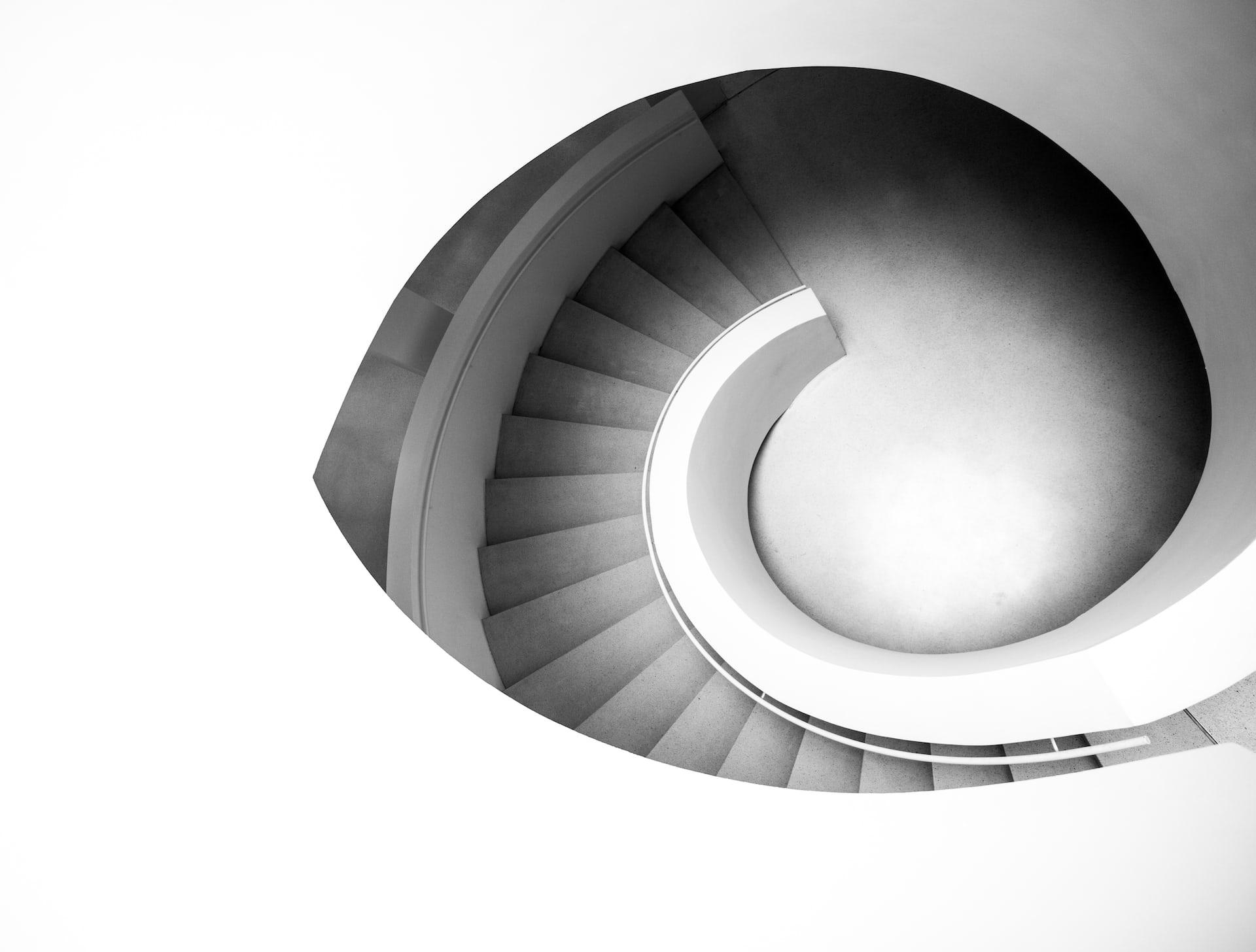 Schwarz-weiß Foto einer Treppe