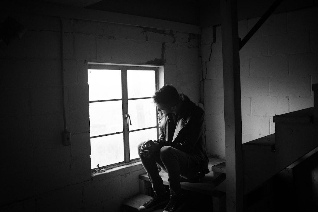 悲傷剝奪:明明就不難過,眼淚卻掉下來 失落戀花園 心理學平台
