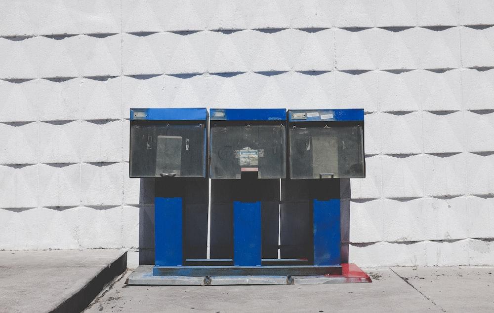blue and black machine