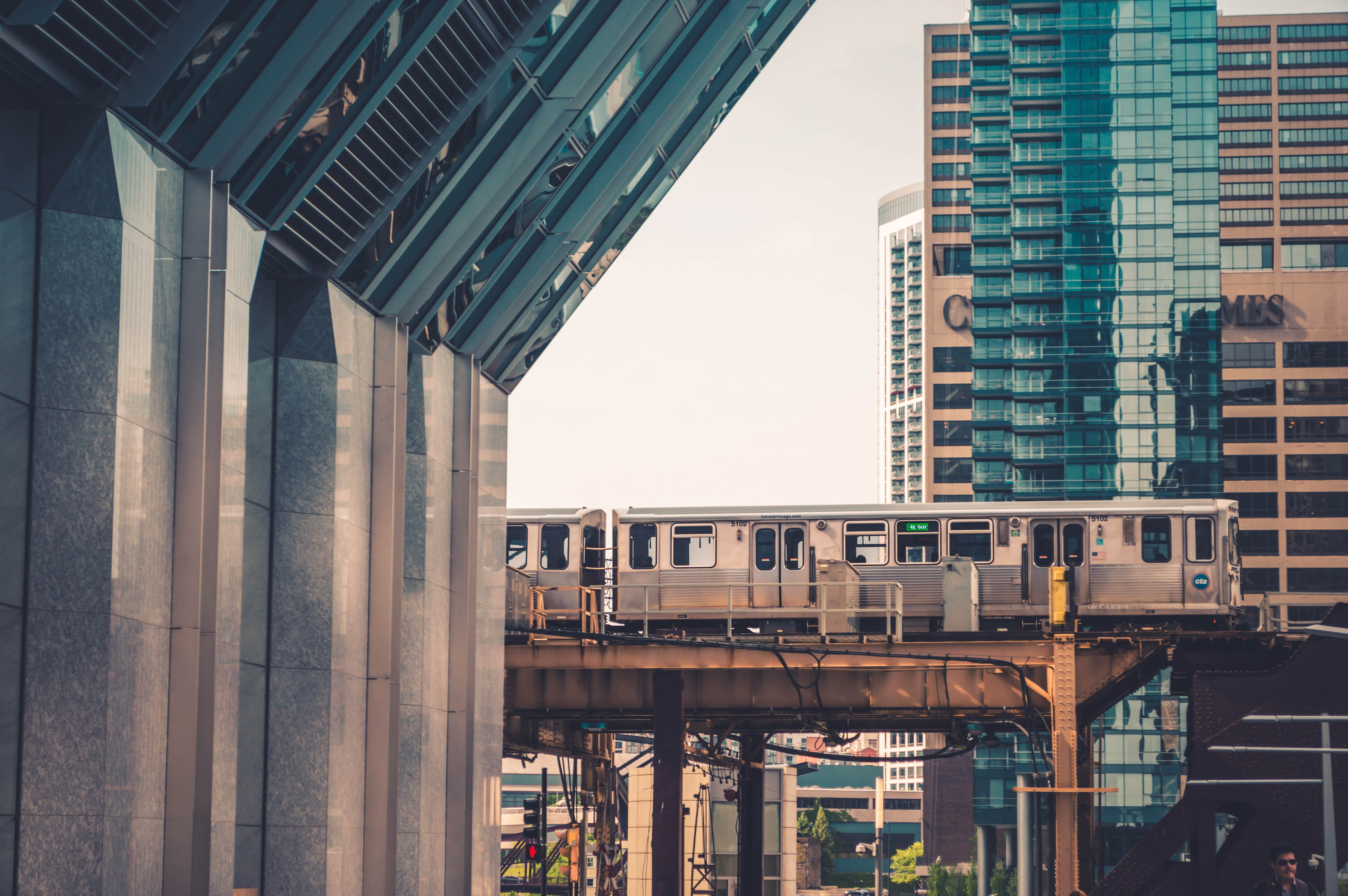 A commuter train on an overpass in Chicago