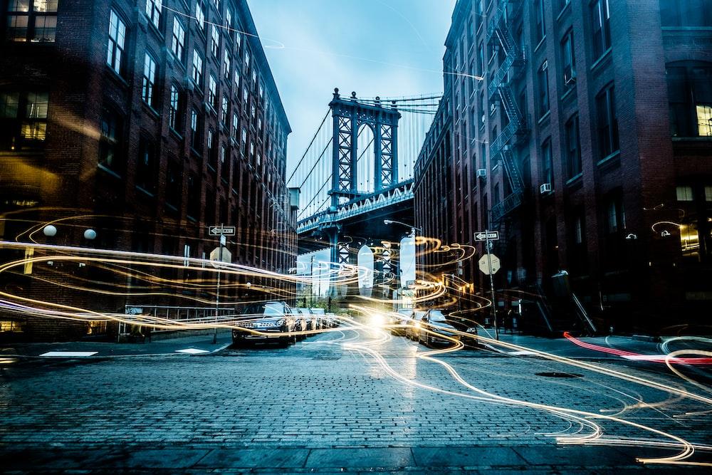 Manhattan Bridge between buildings wallpaper