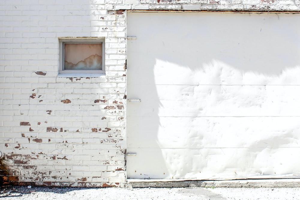 closes white garage door