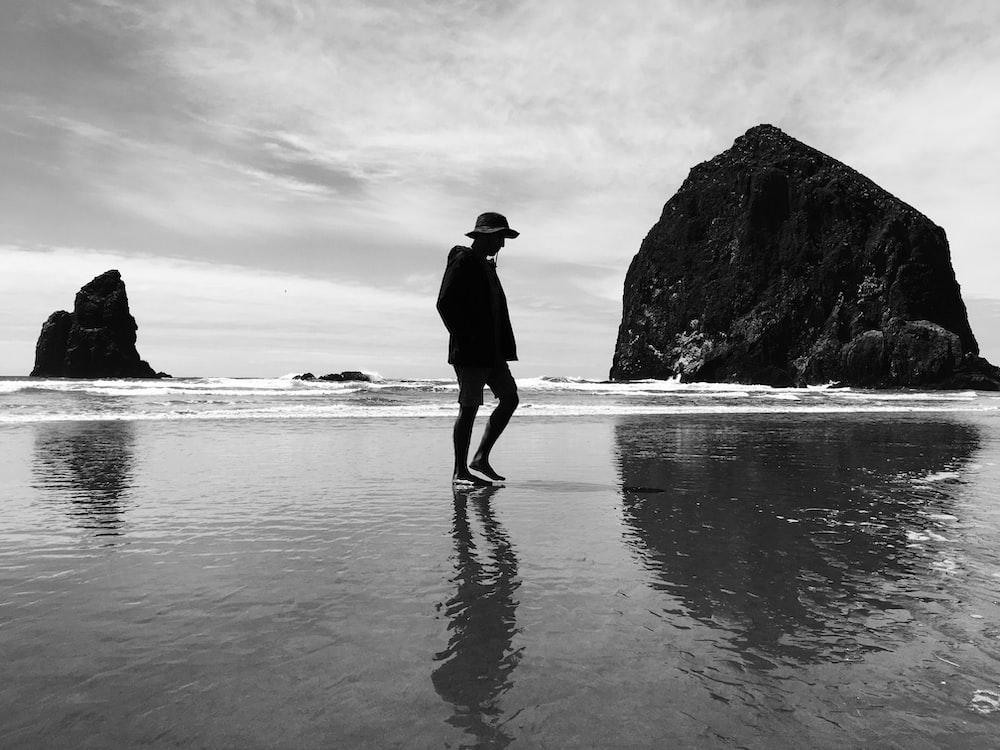 photo shoot of woman on seashore