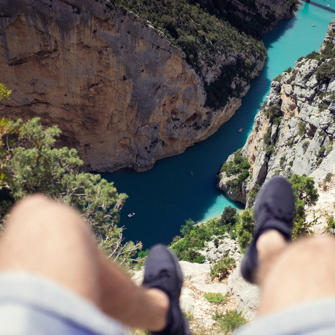 Above the azure gorge