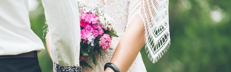 芸能界結婚ラッシュが到来。その理由や芸能人の結婚リスクについて解説。