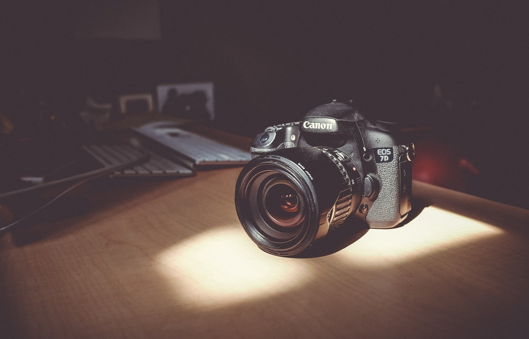shallow focus photo of canon eos 7d photo free camera image on unsplash