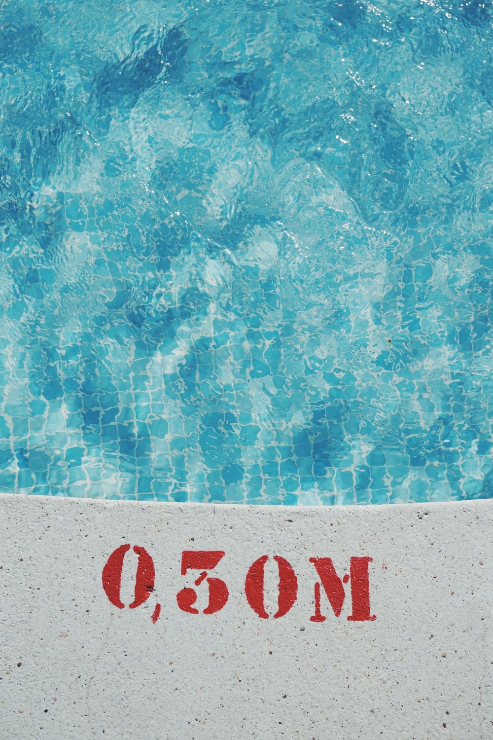 gray concrete pool at 0,30 Meter