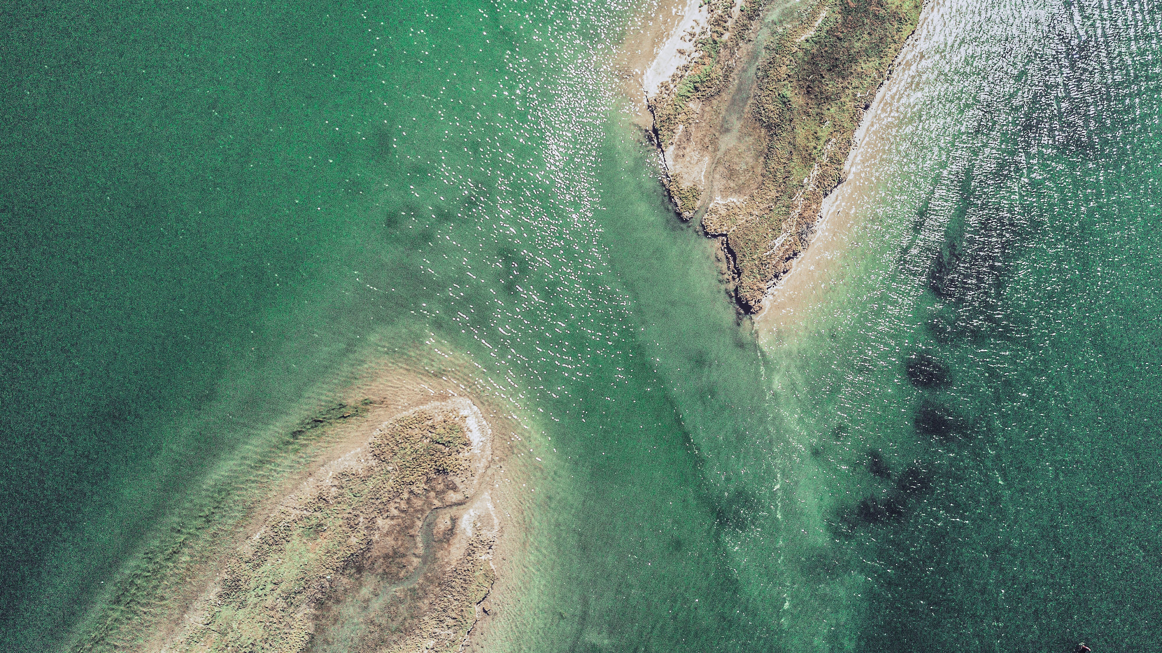 Drone view of the passage between two sand banks