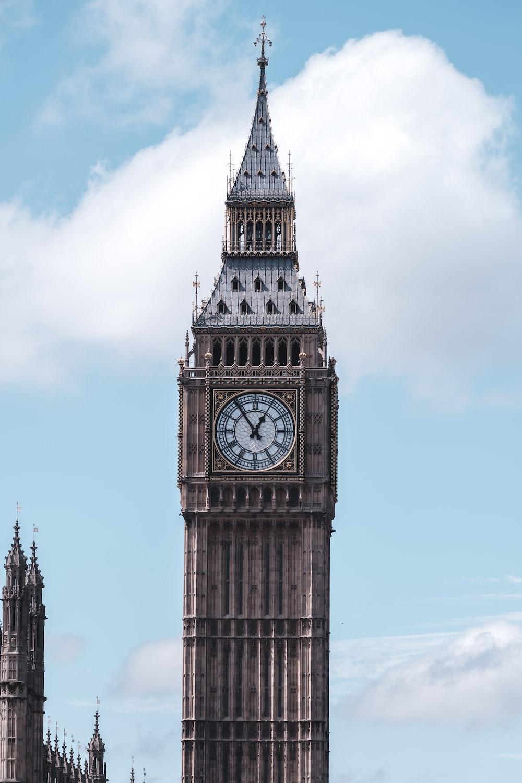 closeup photography of Elizabeth tower, London