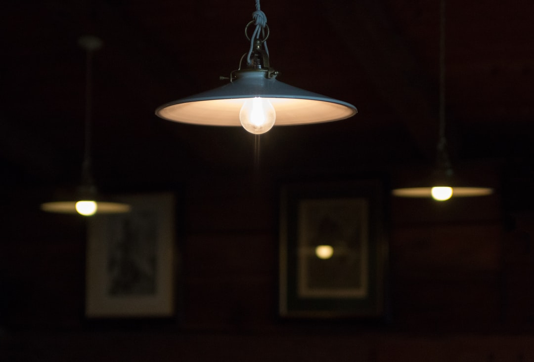 My wife and I were in a tavern and i my ratio was dazzled by this light …