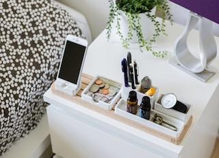 silver iPhone 6 on organizer rack