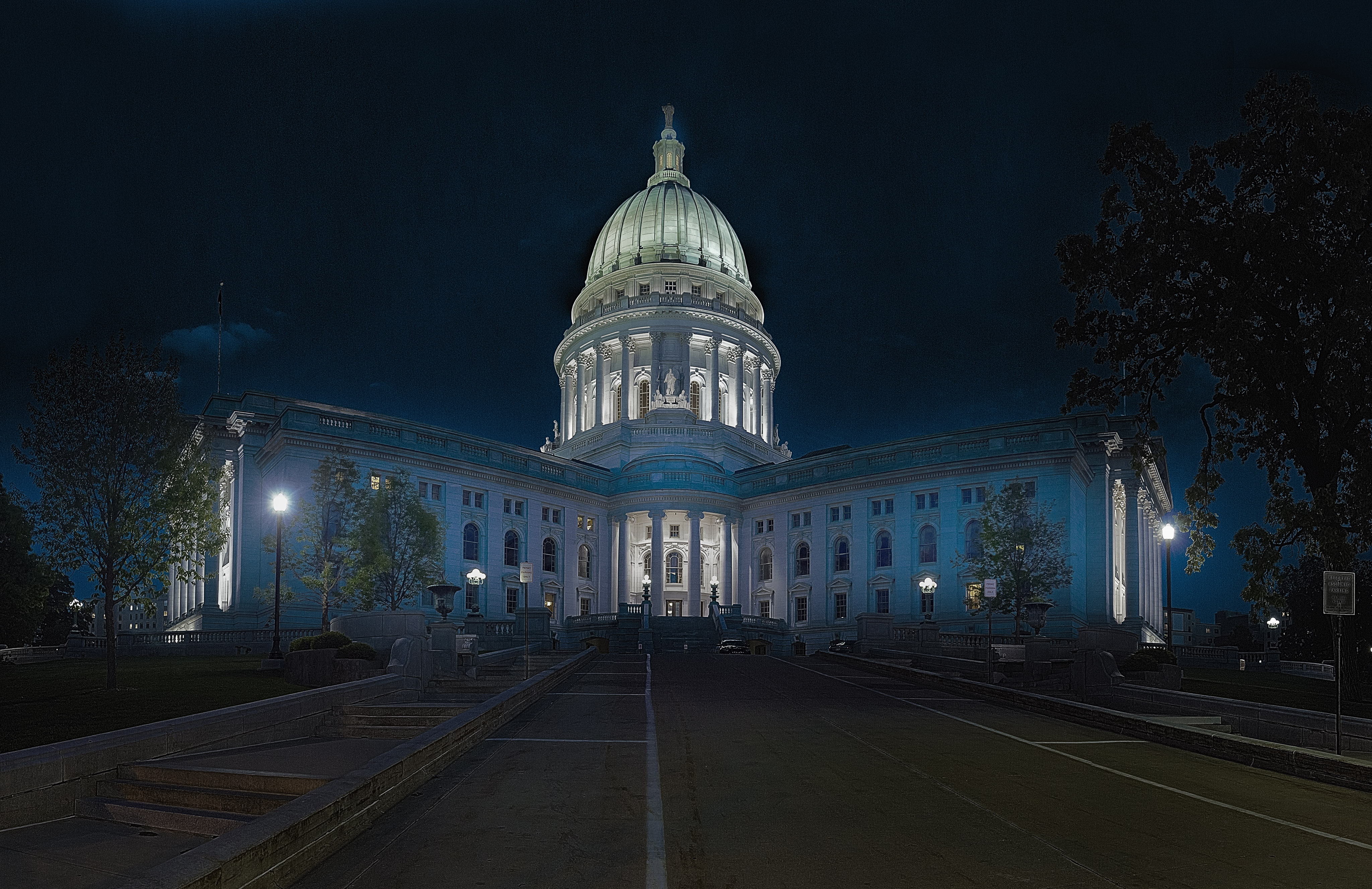 """This is a 44 image HDR panoramic image of the Capitol building. \r\nThis has been downsampled to 4k width so that it\u2019s not stupidly large.\r\n\r\nI\u2019m playing around with HDR panoramas at the moment and this one turned out pretty well."""