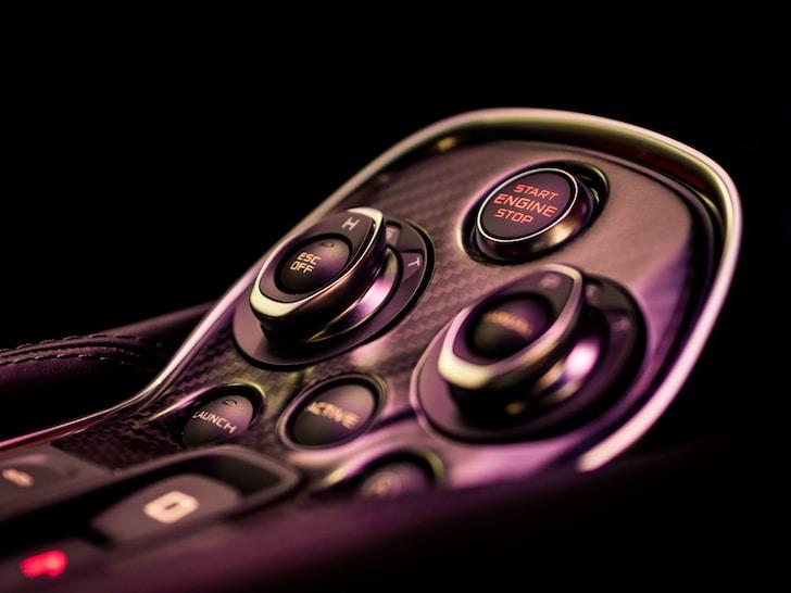 Mirafiori Outlet è il portale di casa Fiat Chrysler semplice da consultare. Si possono scegliere la marca, il modello, l'anno delle auto in offerta e se le si vuole Nuove, Usate e a Km 0