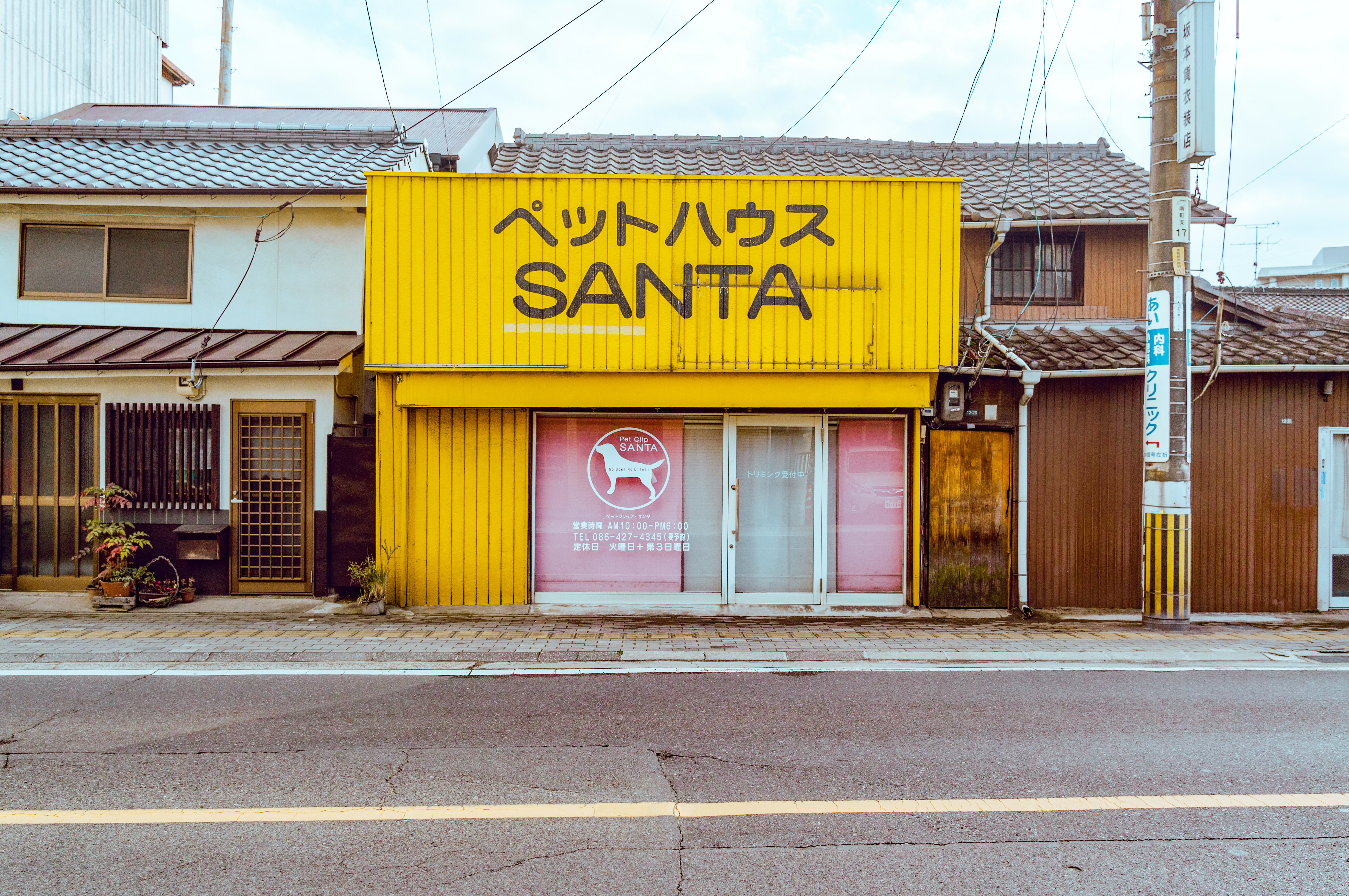 A small yellow store in a Japanese city