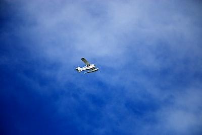 Beschreibung des Fotografen: Seaplane Blue Skies