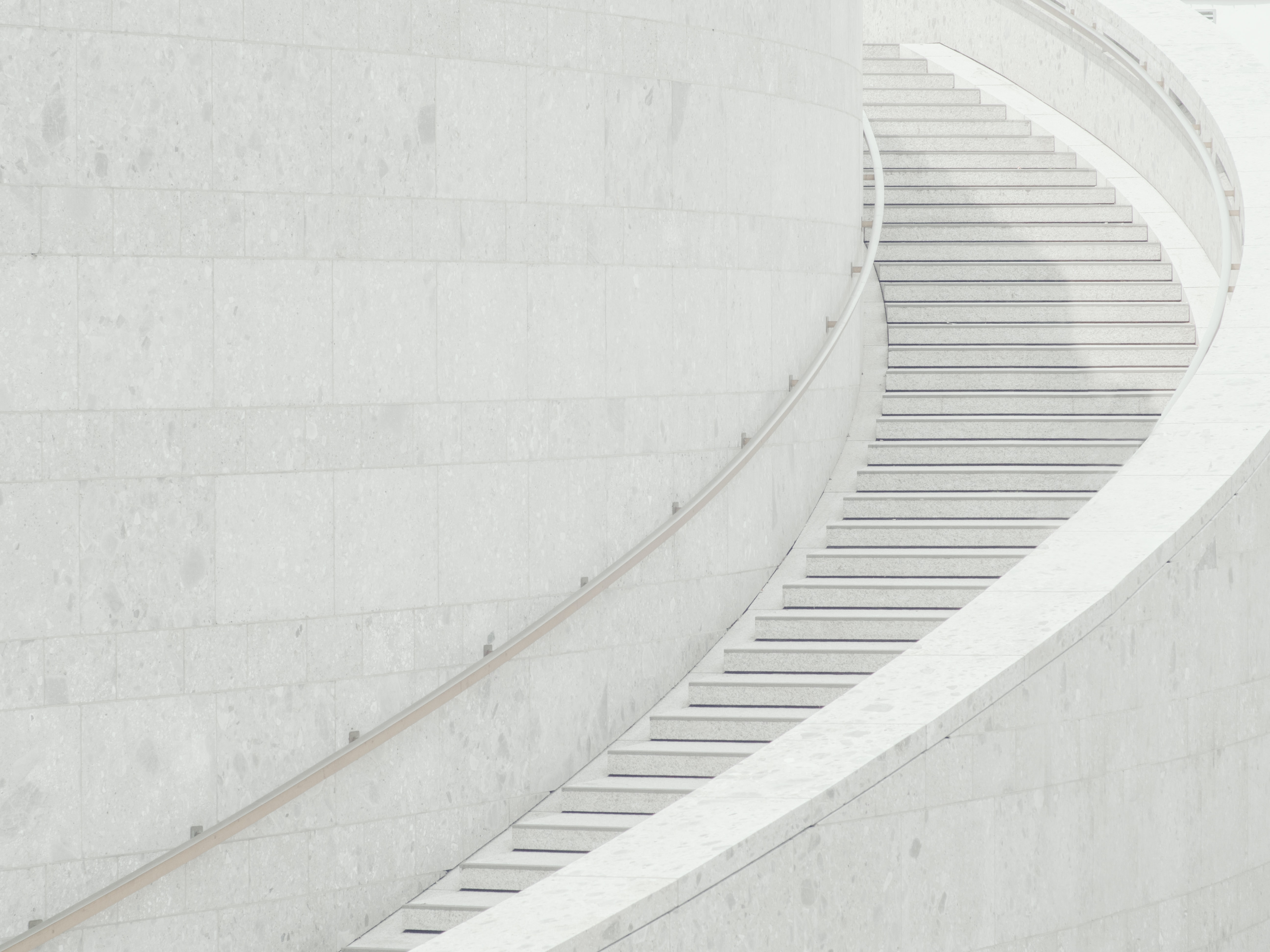 Curving white marble stairs in Am Domhof
