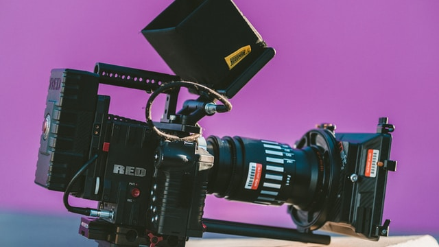 shallow focus photography of black professional video camera on table