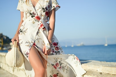 Corfu is absolutely romantic and calm in the evenings, especially next to the sea. Few days ago me and my husband Pete had a chance to spend an hour in Corfu Town when sun was going down and day was slowly moving to its end. It was absolutely charming and beautiful.  Read more: https://shinyhoney.com/blog-outfits-white-floral-maxi.html