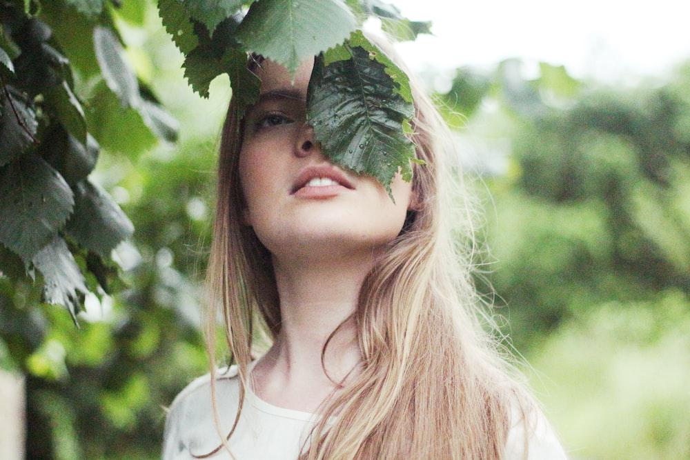 woman standing near green leaf tree