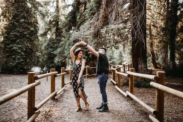 התנסויות בתנועה בטיפול רגשי מסייעות לבוגרים המאובחנים על הרצף האוטיסטי ליהנות מקשרים זוגיים ומקרבה אינטימית
