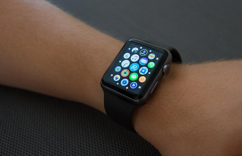 black aluminum case Apple Watch