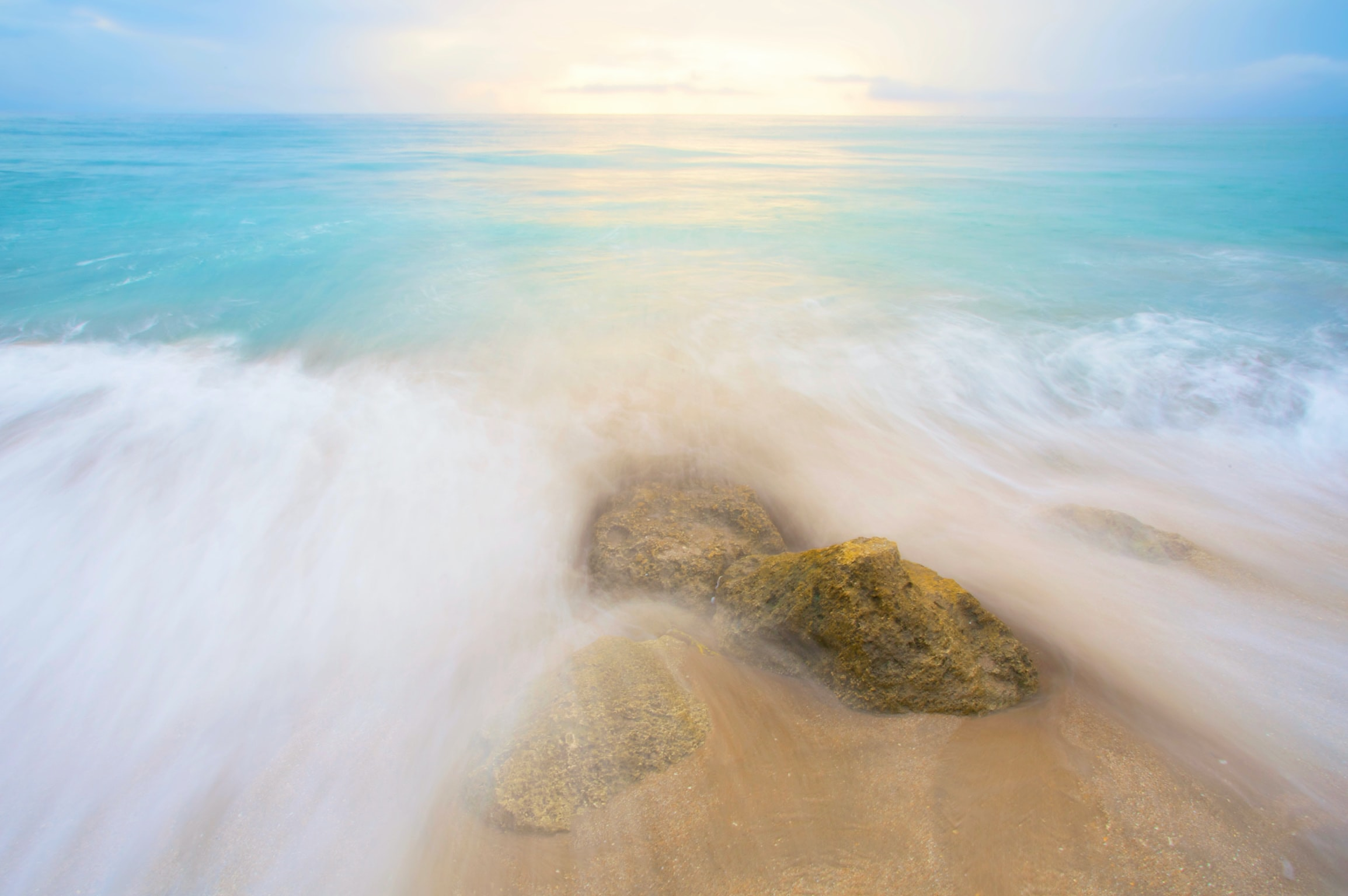 ocean waves during day