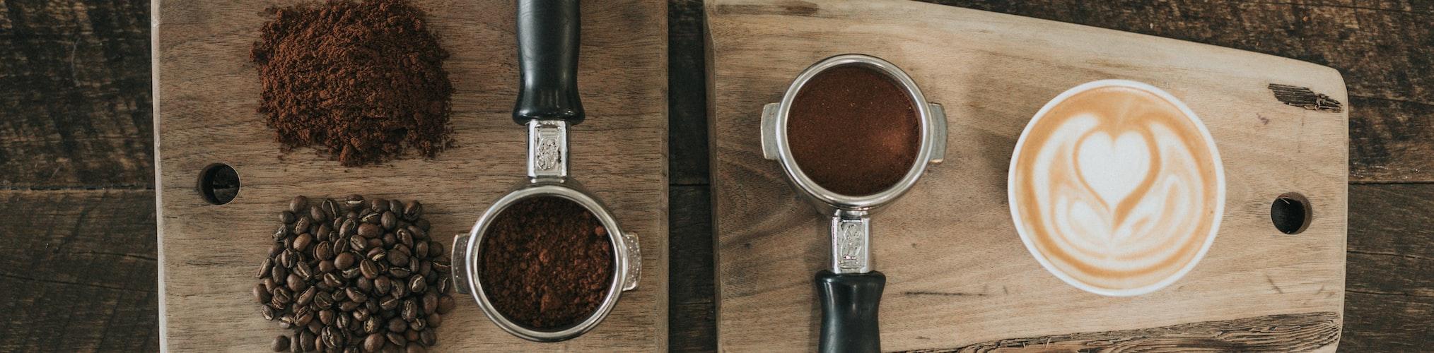 Présentation de café en grain et moulu