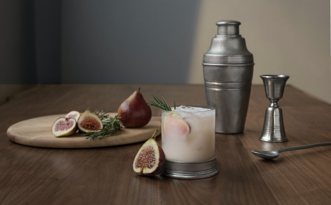 Build a heritage-quality home bar with this classic cocktail shaker, handmade by artisans from Italian pewter