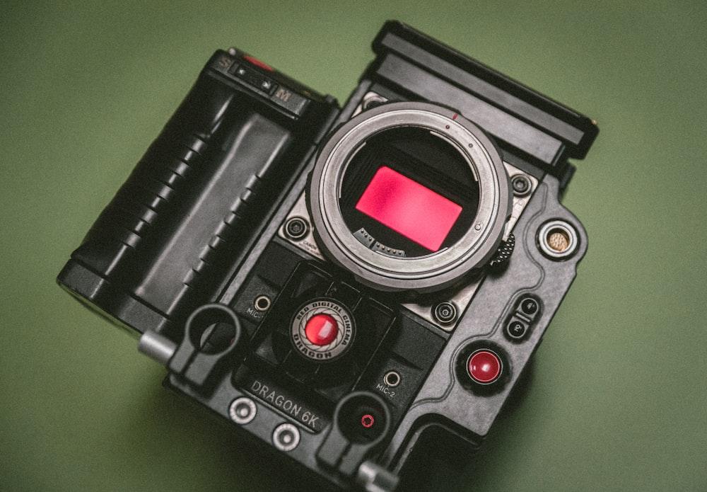 closeup photo of twin-lens reflex camera