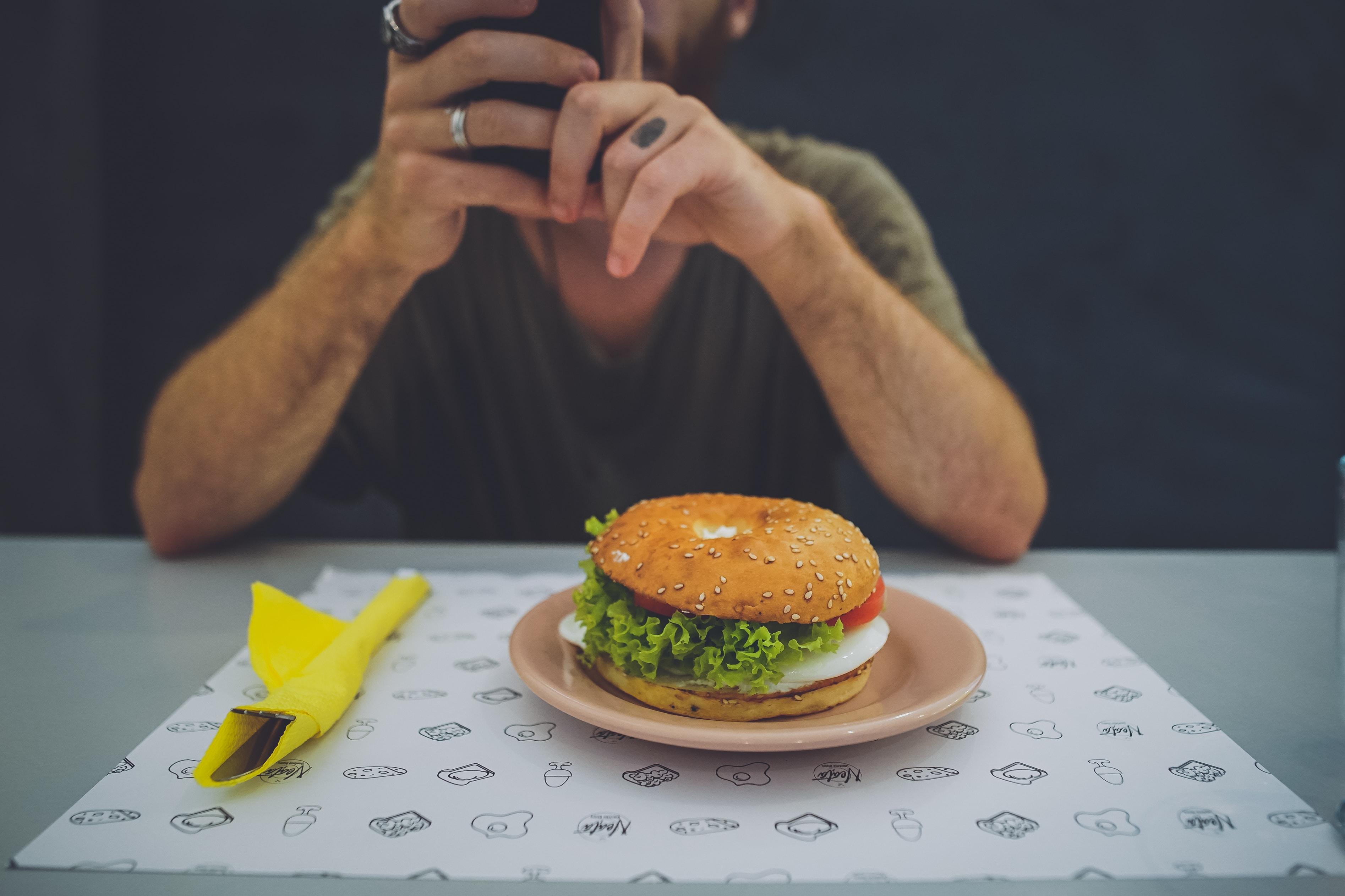 hamburger on saucer plate