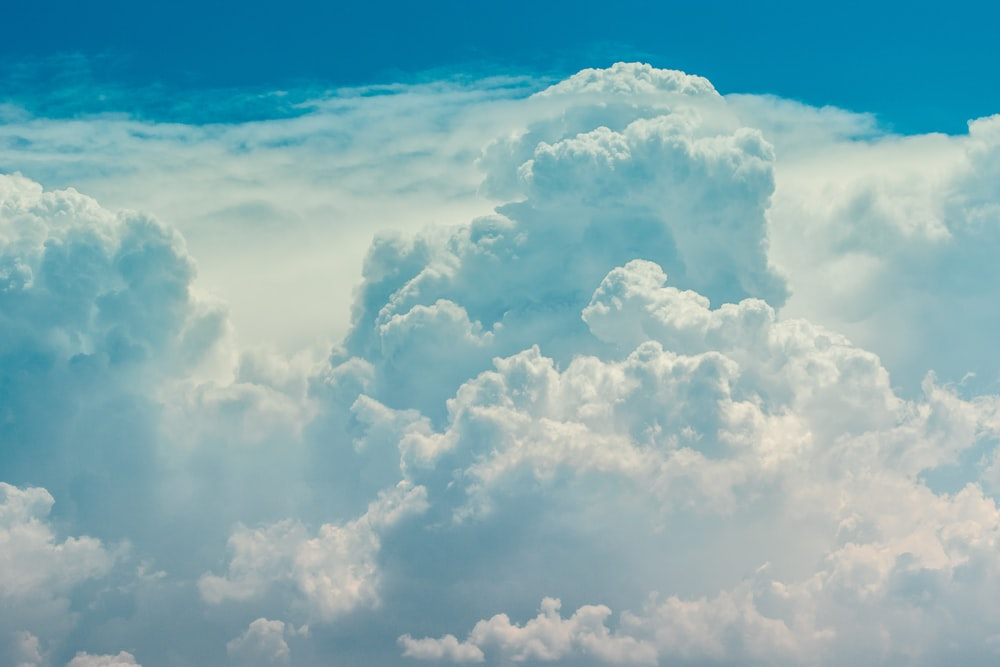 closeup photo of clouds